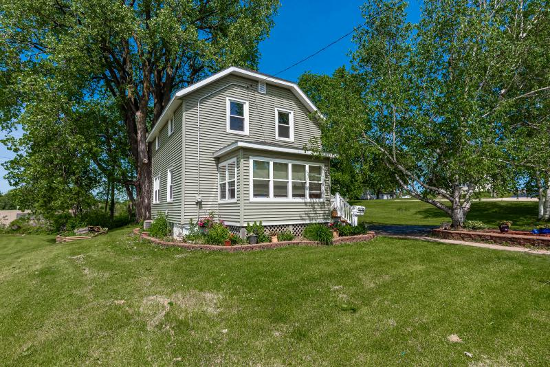 See a virtual tour of my listing on 2124 Northwestern Ave #WestBend #WI  #realestate https://t.co/7NxwYGdzkN https://t.co/KwyrPq6muK