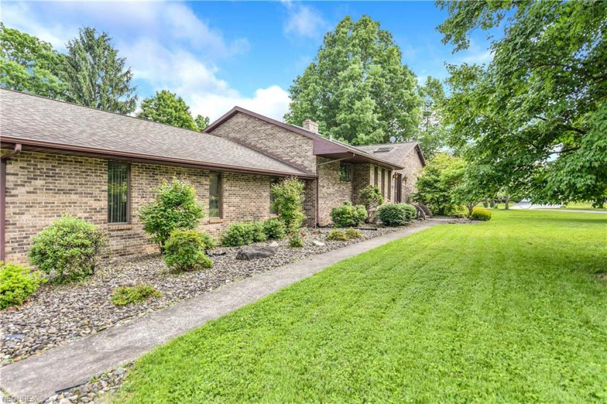 See a virtual tour of my listing on 123 Haviland Dr #Youngstown #OH  #realestate https://t.co/ZUz35fONvj https://t.co/Ug26somTgw