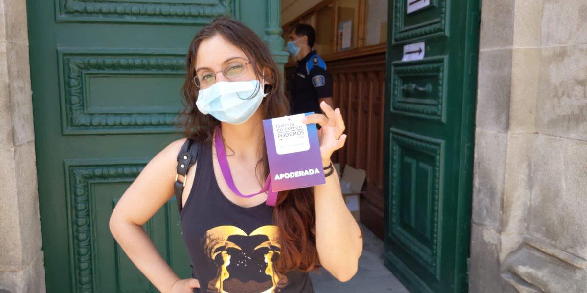 Máis compañeiros! Aurora Paz prosigue a xornada electoral na #Coruña, como apoderada de Galicia En Común. Traballando para crear un país para todas, unha Galicia de xustiza e solidariedade. #ÉOMomento #eleccionsgalegas2020pic.twitter.com/elHweAL7Mm