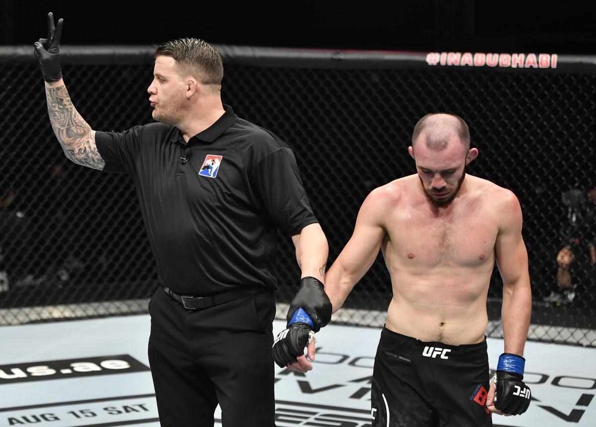 Vídeos do UFC 251: Léo Santos sofre com jogo sujo do adversário; José Aldo luta bem, mas perde https://t.co/6GVFsqraJB https://t.co/O5QuLwSAQK