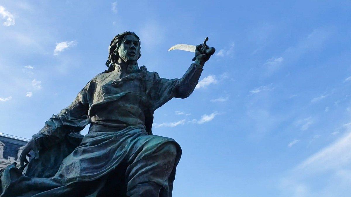"""""""El español no pasará con mujeres tendrá que pelear""""  En el 240° aniversario de su nacimiento recordamos a Juana Azurduy, heroína de las guerras de independencia en el Alto Perú. No hubo otro capitán más valiente que ella. https://t.co/6elZxUjlr6"""