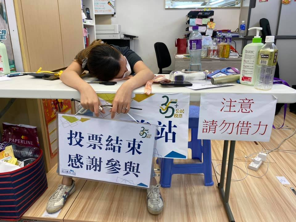 Telling scene after pan-dem's primaries: exhausted volunteers take well-deserved rests after the polling. (credit: district councillor Yen Tsang's FB) https://t.co/tEhN7HTZLp