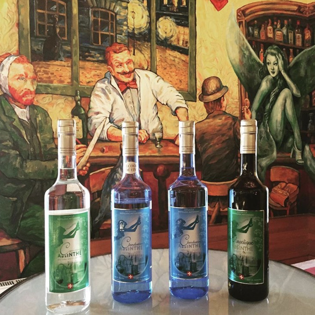 Great to be at the wonderful #absintherie #Prague with my family, If you like #absinthe, you should come here. If you love absinthe, you should stay here for a while! #nazdraví! #santé! https://t.co/raoo6X7pCc