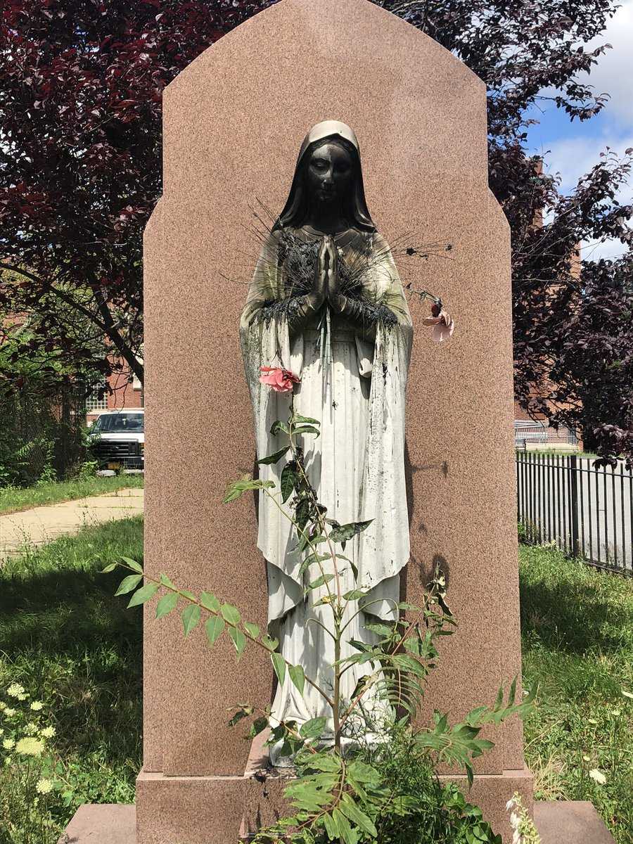 Boston, Virgin Mary statue, źr. Twitter