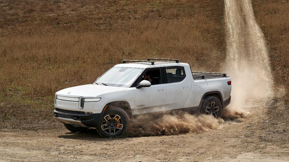Rivian announced that it's hauled in a further $2.5 billion to help get into production next year https://t.co/uAswn83mth https://t.co/JtpLPTP2me