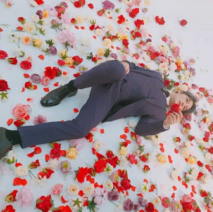 ahhh looks like groom is photoshootingYou look gorgeousalways surrounded by pretty flowers@bornfreeonekiss I hope you arrived safe at home This post make me so happy and I think I know why Sleep well tonight!Good night Jaepic.twitter.com/WRl7kDdxpF