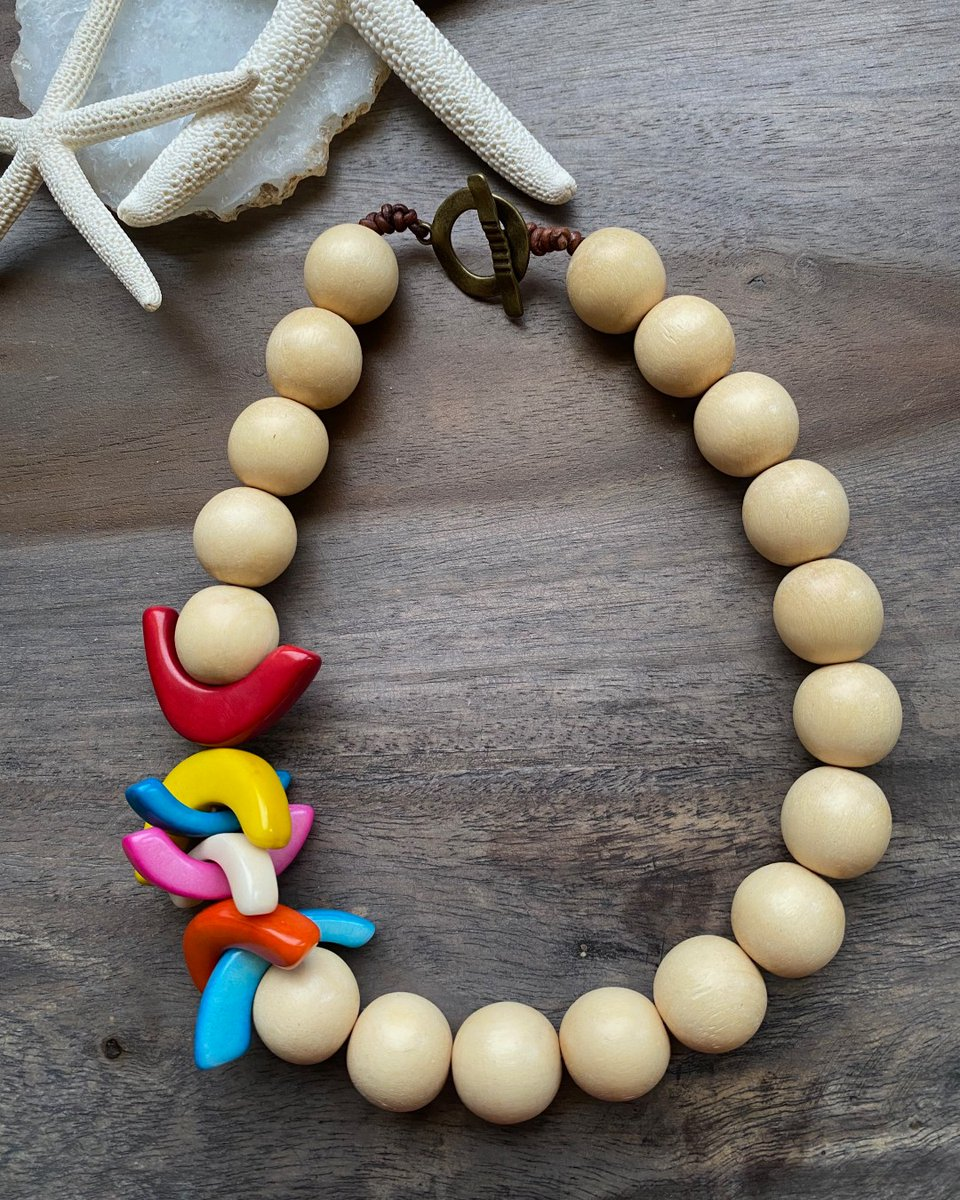 Wood & tagua are two natural materials that show up in a lot of my designs  #necklace #beadedjewelry #bohojewelry#bohochic  #afrobohemian #afroboho #afrochic #boholuxe #handmadejewelry  #jewelryaddict #giftalent #wearableart #giftalentshop #discoverunder5K pic.twitter.com/9Awvdl29DN
