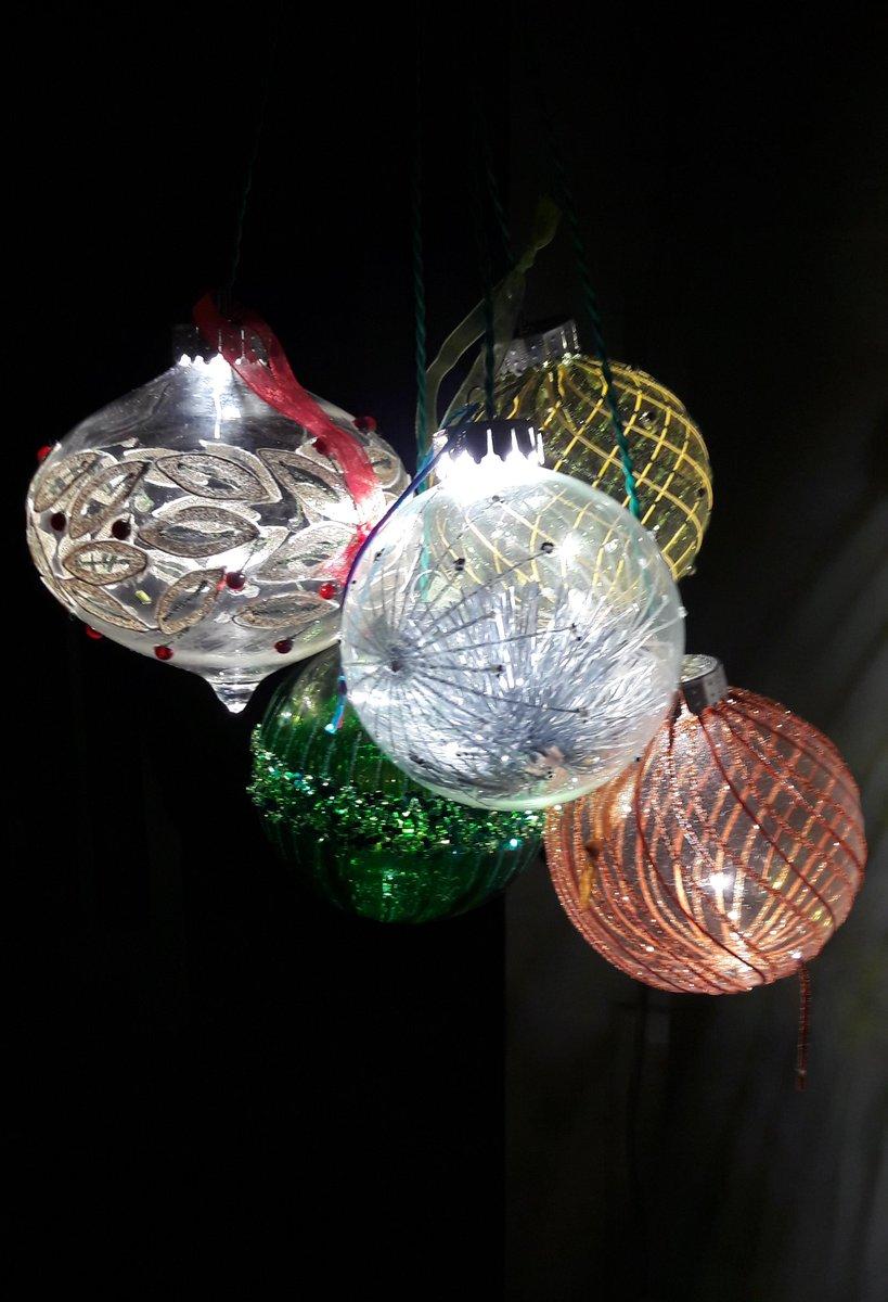 #SBS #illuminate #ChristmasBaubles  with #Ecofriendly #individuallights #Createyourowndesigns  #MadeinBritainpic.twitter.com/9eaVKAZs4n