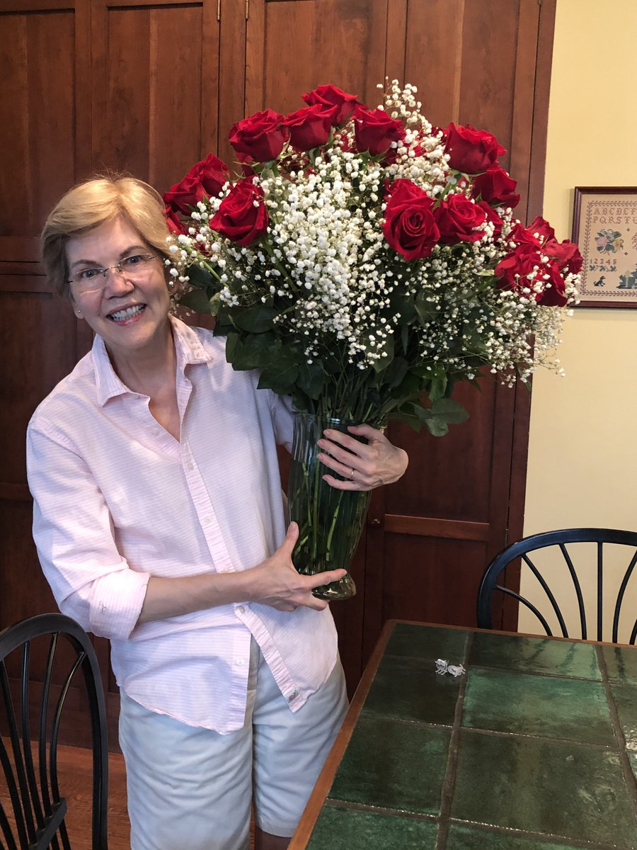 On our first wedding anniversary, Bruce gave me a single rose. The next year, he gave me two. Then the next year, three. And now, you can see how long we've been married (40 years today) and how happy I am about that. Happy anniversary, Bruce! https://t.co/sNiXplagZk