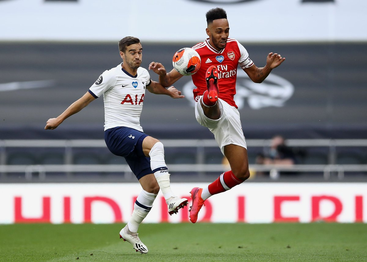 Auba hits the bar! 😫  Nice work from Pepe and Laca on the edge of the box, enabling Laca to slot him in - but Auba's left-footed strike smashes back off the bar  🔵 1-1 🔴 (59)  #TOTARS https://t.co/srD53ikK6q