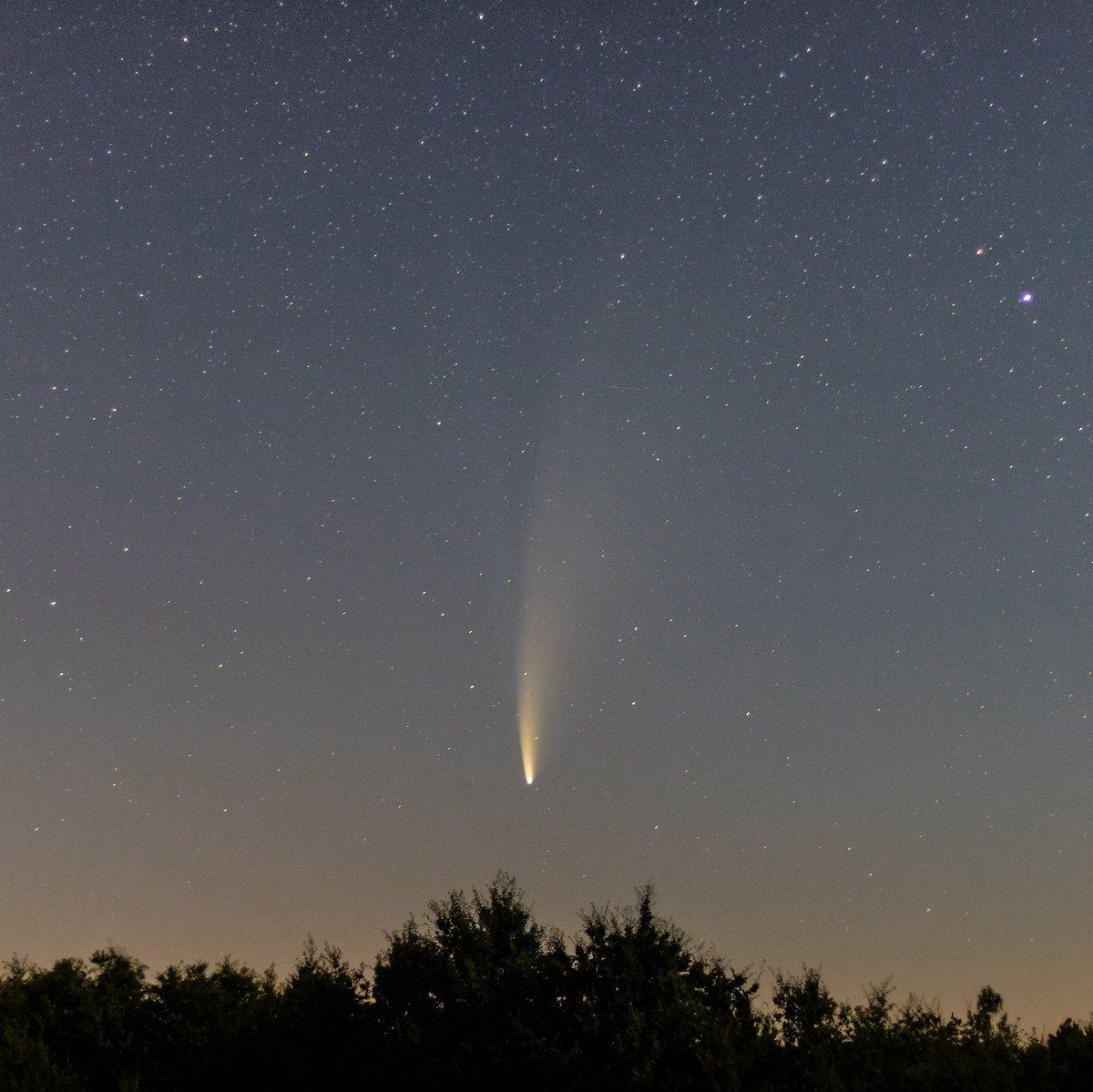 @Bleu_Perigord @VilledeBergerac @SO_Dordogne @Jens_Starry_Sky @F3Perigords  Ma première photo de la comète prise ce matin à 4h, un très beau spectacle visible à l'œil nu ou une paire de jumelle dans la direction du Nord-Est juste au dessus de l'horizon. Bonne soirée. https://t.co/6AfwClcaqN