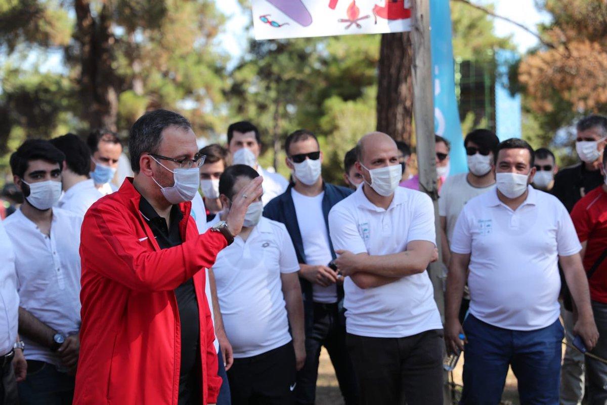 TÜGVA İstanbul'un organize ettiği doğa kampında genç arkadaşlarımla buluştum.  Gençler, enerjinizle gücümüze güç kattınız. Var olun!🙋🏻♂️ https://t.co/WAqJMpPGUW