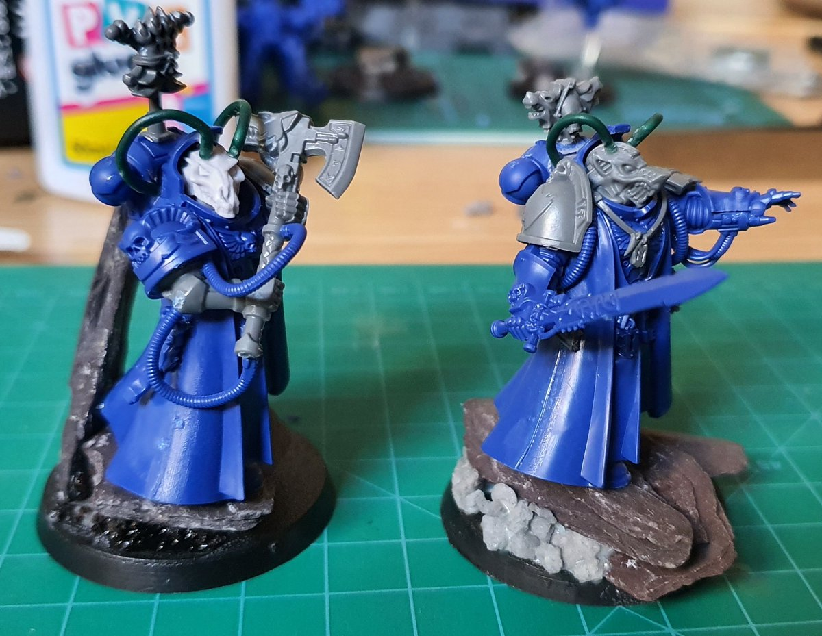 Why have 1 #runepriest when you can have 2? Same model, both converted to be #spacewolves - from #warhammerconquest   My thoughts on the left one... very wolfy. 'Has psychic powers... opts for the axe...'  Standard.  #wh40k https://t.co/iQ2JKmtdn6