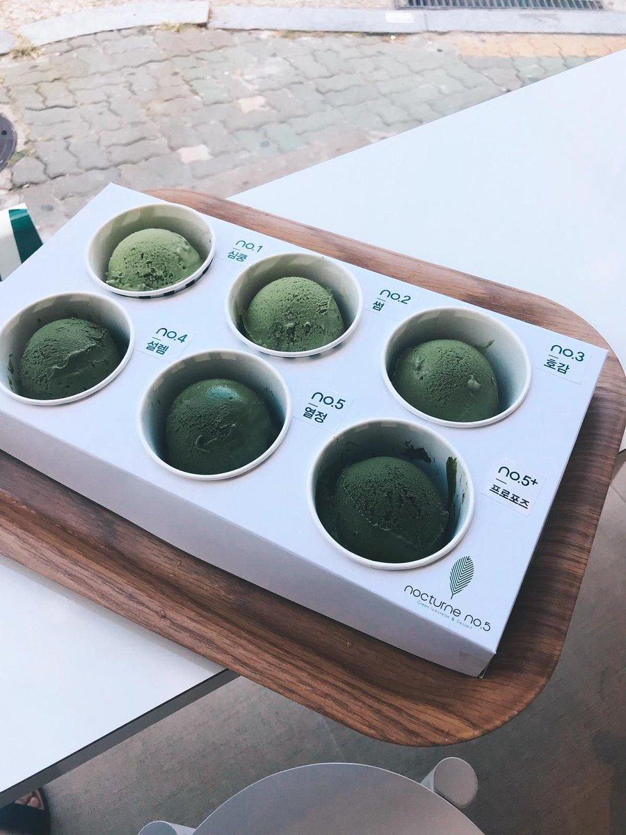 ร้านชา 6 ระดับที่คนรักชาเขียว🌱ห้ามพลาด‼️  Nocturne No.5 (녹턴넘버5) เค้าดังเรื่องไอศกรีมชาเขียวที่มีความเข้มข้นต่างกันถึง 6 ระดับด้วยกัน🤩 เห็นแล้วคนรักชาเขียวใจเต้นเลยค่ะ🤍 นอกจากนี้ ชาและเค้กมัทฉะก็ยังปังอีกด้วย(☞ https://t.co/y1xeVSoPpM)  #คาเฟ่เกาหลี #ชาเขียว #อร่อยบอกต่อ https://t.co/YNTyUeENMl