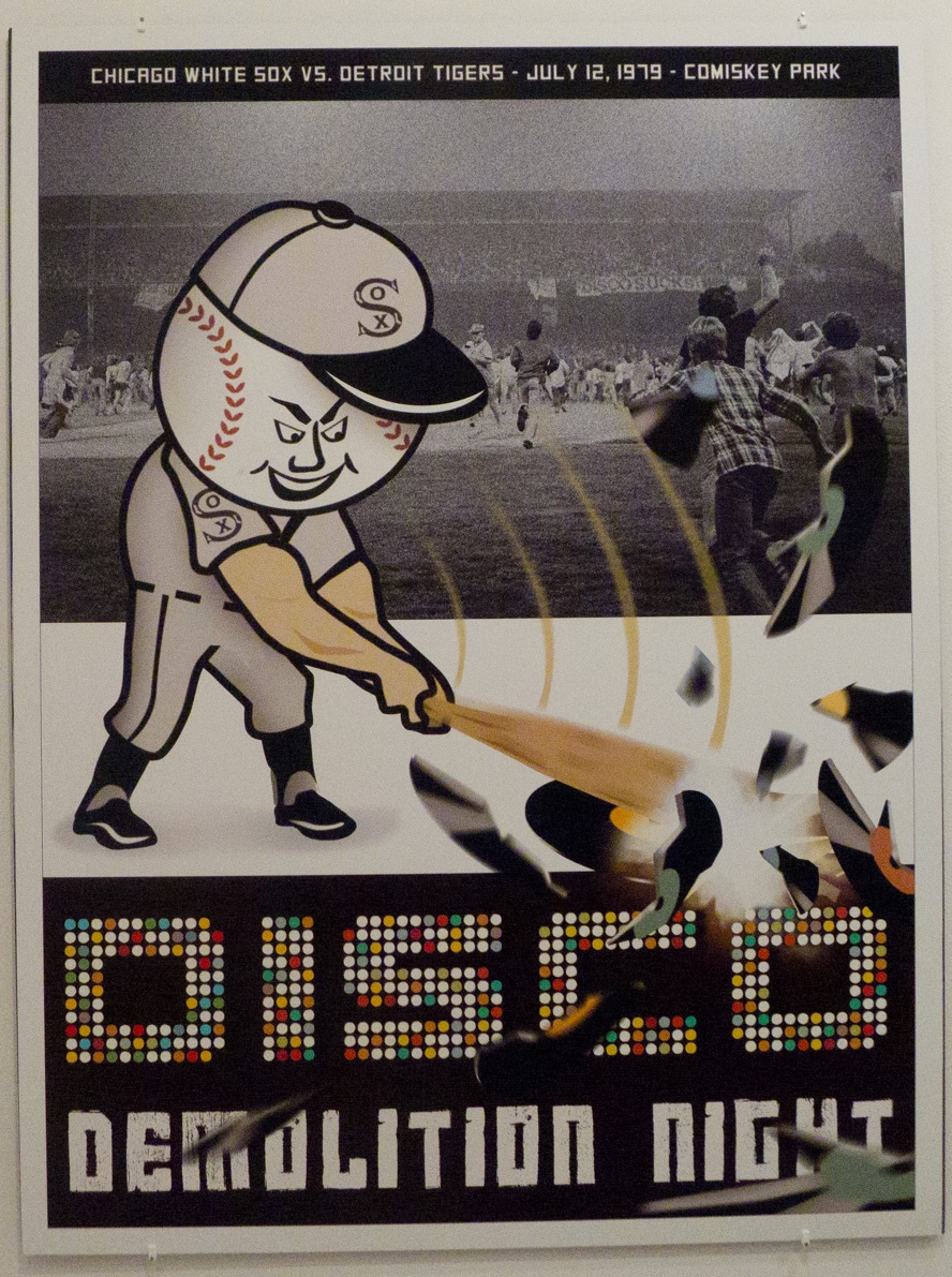 Today in 1979, the #ChicagoWhiteSox & radio DJ Steve Dahl teamed up for a promotional event: blowing up a crate of #Disco records in between games of a doubleheader. In a surprise🙄 development, thousands of fans—who got in for 98 cents & a sacrificial record—trashed the field. https://t.co/JPdtfWnEbv