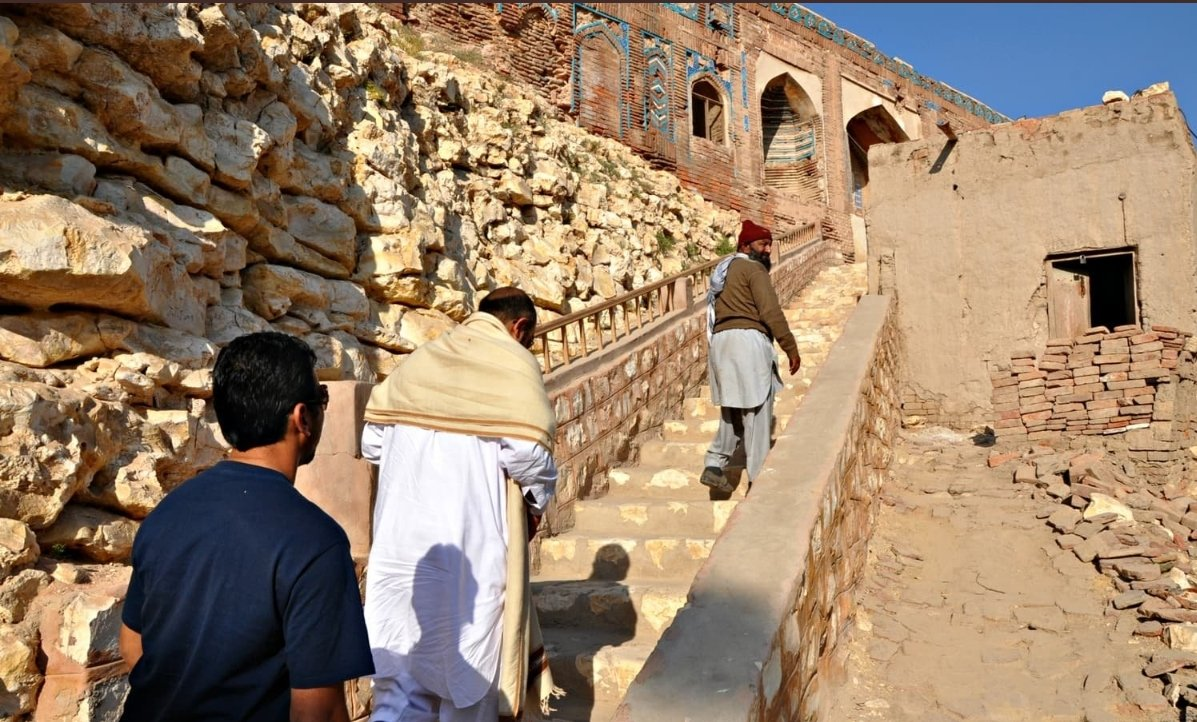 Modern Sukkur, orNew Sukkur, was built during British rule alongside what was once a small village directly across from the historic city ofRohri. #SaveOldSukkur<br>http://pic.twitter.com/QCSLoAIVCh