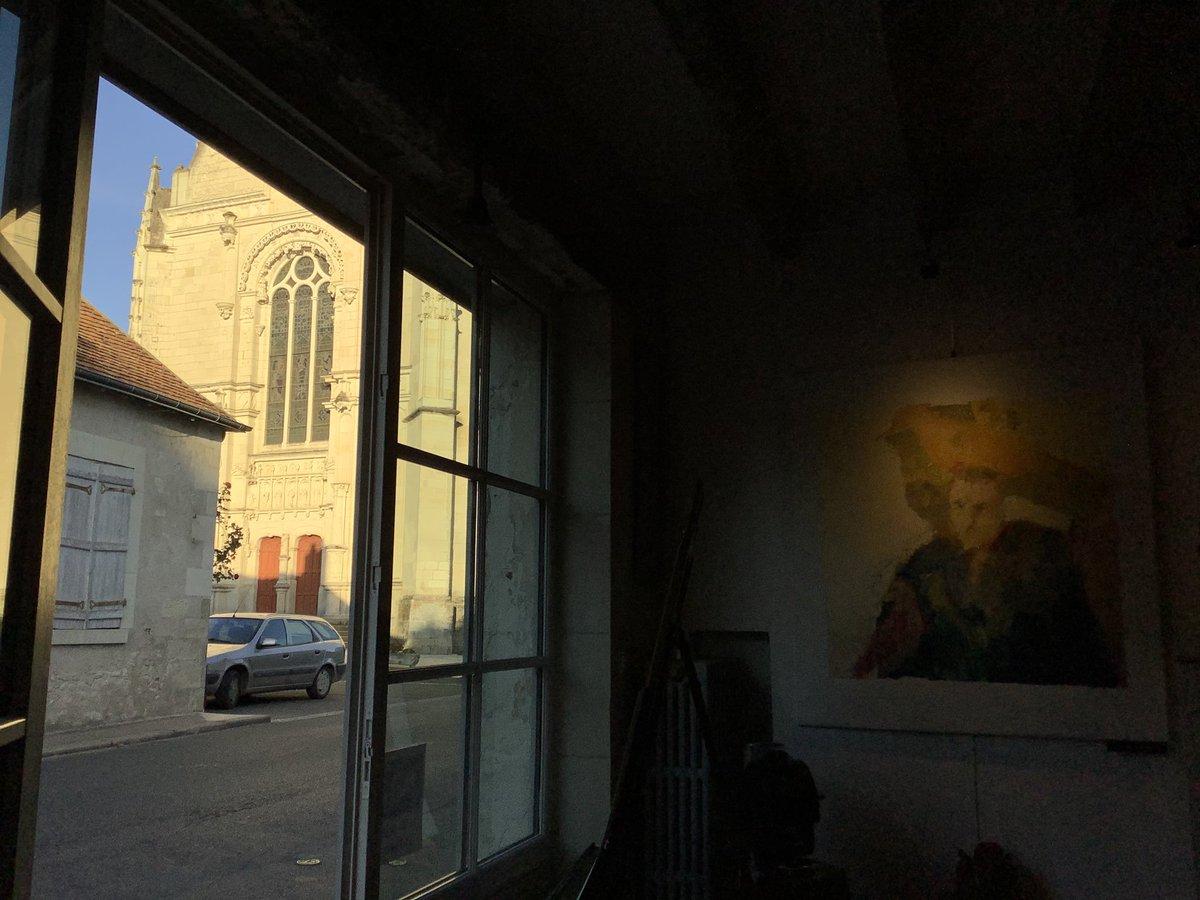 Evening in atelier... #art #gallery #atelier46montresor #sunday #evening #paintingineslefranc #light #valdeloire #montrésor #tourainepic.twitter.com/4Ye45jGEvh