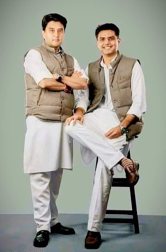 तस्बीर भी बोलती हैं राम लखन की जोड़ी आप ही बताये क्या बोलती है ये तस्बीर?? @BJPindia @BJP4MP @narendramodi @BJP4Rajasthan @AmitShah @vinay1011 @JPNadda @nstomar @ChouhanShivraj @vdsharmabjp @JM_Scindia @SachinPilot @SuhasBhagatBJP @VivekShejwalkar @ashutosh4bjppic.twitter.com/F1K4qT9czb