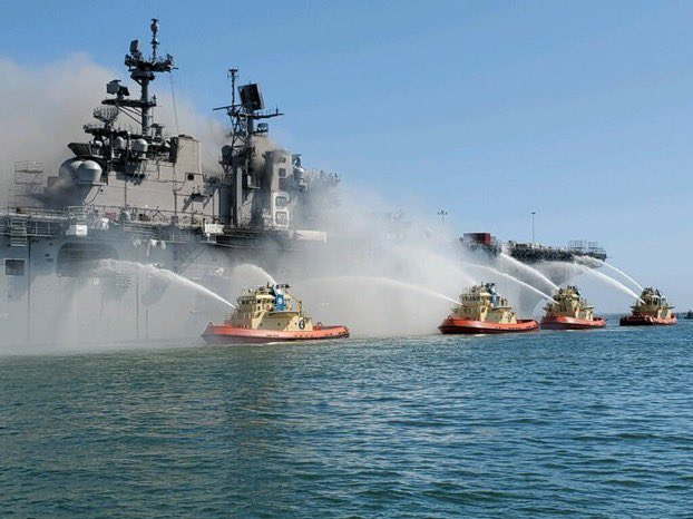 #12 🇺🇸El fuego en el buque USS Bonhomme Richard de la Marina de Estados Unidos ha estado ardiendo durante casi 9 horas. 21 marines han sido llevados al hospital. Vía: @LucasFoxNews #TVVNoticias https://t.co/k4a46dWWBy