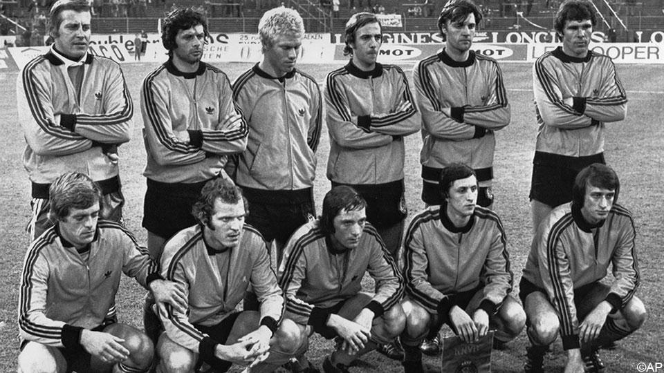 Oranje verliest opnieuw een van zijn helden uit de jaren 70: Wim Suurbier is overleden aan gevolgen van hersenbloeding.  https://t.co/rfuloqcOuE #RIP ⚽️ https://t.co/VlbNpnO1so
