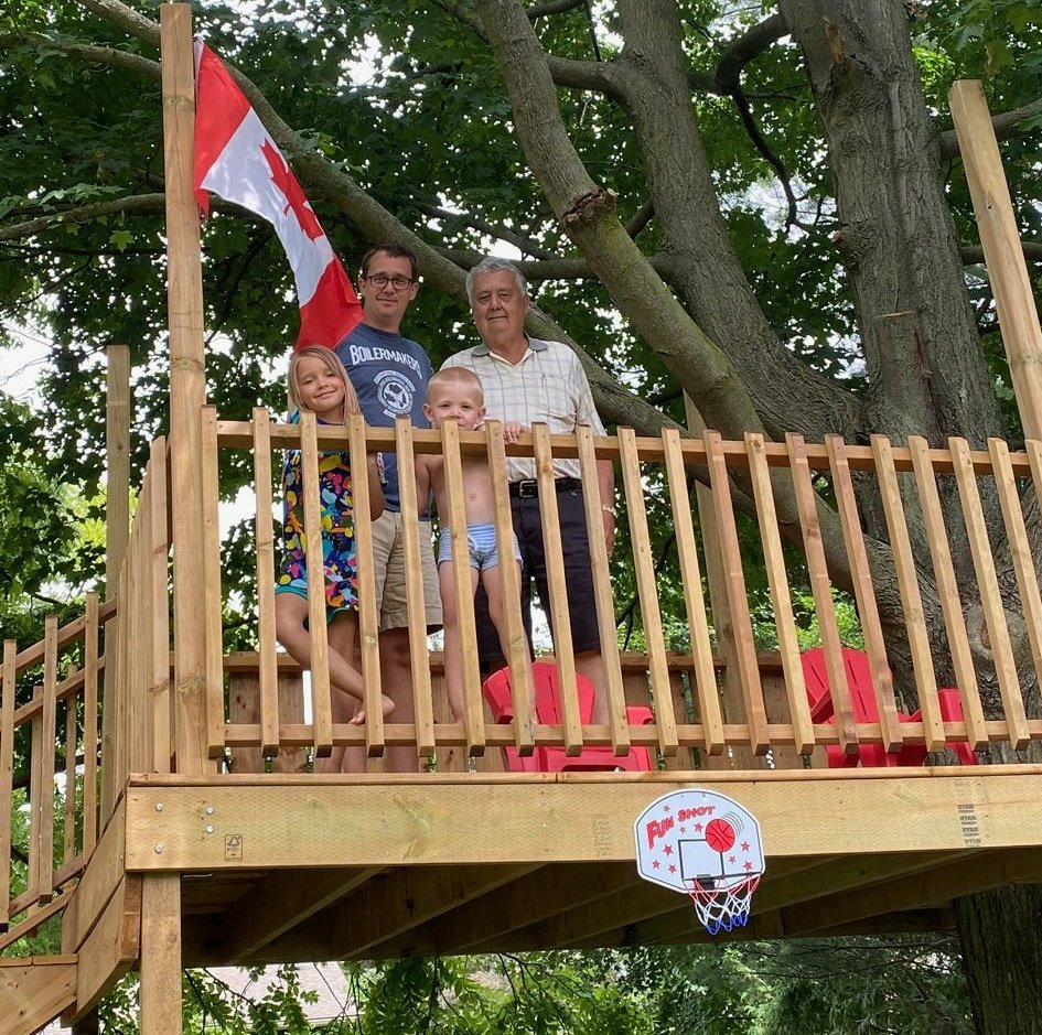 Annie, her friend Jack, and I were showing off the Treehouse  to my dad.   I was the apprentice on this project. My friend Bill, who has enjoyed a 38-year career in the #skilledtrades, was the journeyperson.    I  the #tools and #trades.pic.twitter.com/vsEVF9FaXs