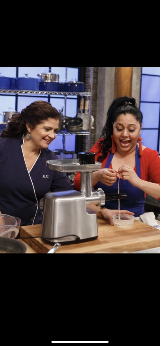 """Glaze of Glory! Tonight it's about flavoring doughnuts and then the tough task of making sausages from scratch. The recruits must grind, case and flavor their own sausage/ sandwiches. The 2 recruits who don't """"meat""""' expectations go home.... #WorstCooks @foodnetwork 9 PM EST <br>http://pic.twitter.com/RoQOZ7DIXH"""