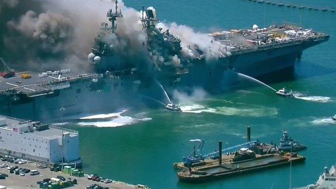 #12Jul 🇺🇸 Once marineros fueron trasladados a un hospital en la ciudad de San Diego, California, por heridas leves tras registrarse un incendio en el buque de la Armada de EE.UU. USS Bonhomme Richard este domingo después de que se escuchara una explosión. Vía: @ABC  #TVVNoticias https://t.co/gyZdzIa4Sa