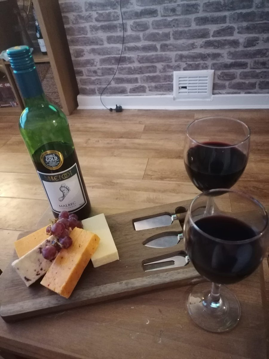 Cheese and Wine night to top off a good weekend , Barefoot Malbec is the nuts #Cheese  #Wine  @Leanney1979pic.twitter.com/2DKaO47p2u