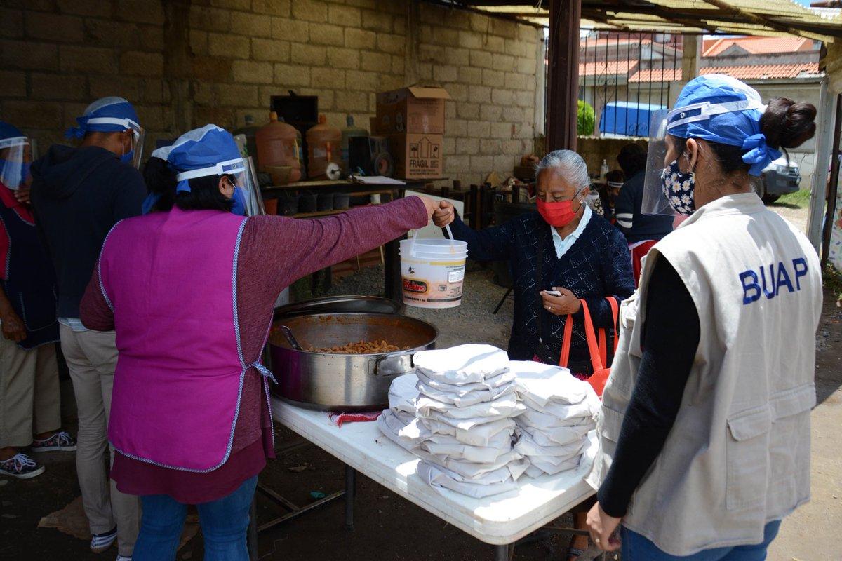 Los comedores comunitarios #BUAP atienden diariamente a más de mil personas en Barranca Honda, San José El Conde y Cerro del Marqués como una acción más de la campaña social que inició la Universidad desde junio.  Entérate en: https://t.co/QUcyemisfZ https://t.co/CMLCiYlyJD