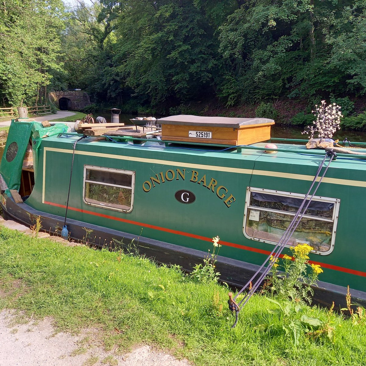 Best name for a narrowboat I've seen in a while.  #onionbargeg #canal #canals #barge #barges #narrowboat #narrowboats #canalboat #canalboats #marple #stockport #spottedinstockportpic.twitter.com/UgE3FS8MWy