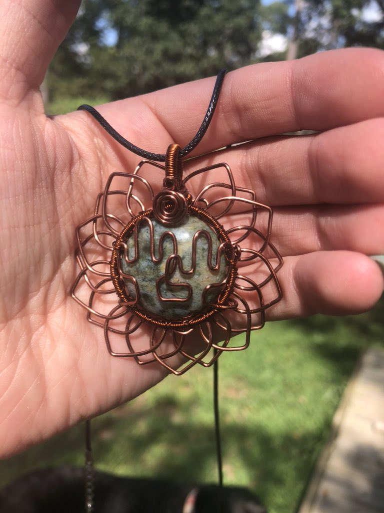 LOOK AT THIS BREATHTAKING MYSTERY SUNFLOWER PENDANT I GOT FROM @mildhippie I AM SCREAMING<br>http://pic.twitter.com/jv6sbfRSmx