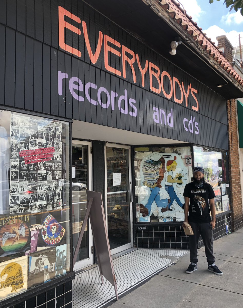 Had a fun day doing some music shopping.  #EverybodysRecords #musiclovers pic.twitter.com/OkFDnffNAb
