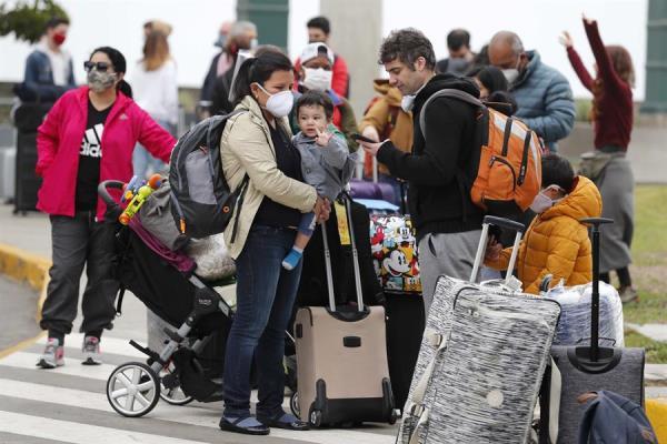 #12Jul 🇪🇨 Ecuador se acerca a los 68.000 contagios confirmados por el coronavirus, con una importante alza en la capital, Quito, desde el pasado 3 de junio, cuando inició la transición del aislamiento al distanciamiento social, a través de un semáforo epidemilógico. #TVVNoticias https://t.co/X5HdTqofkN