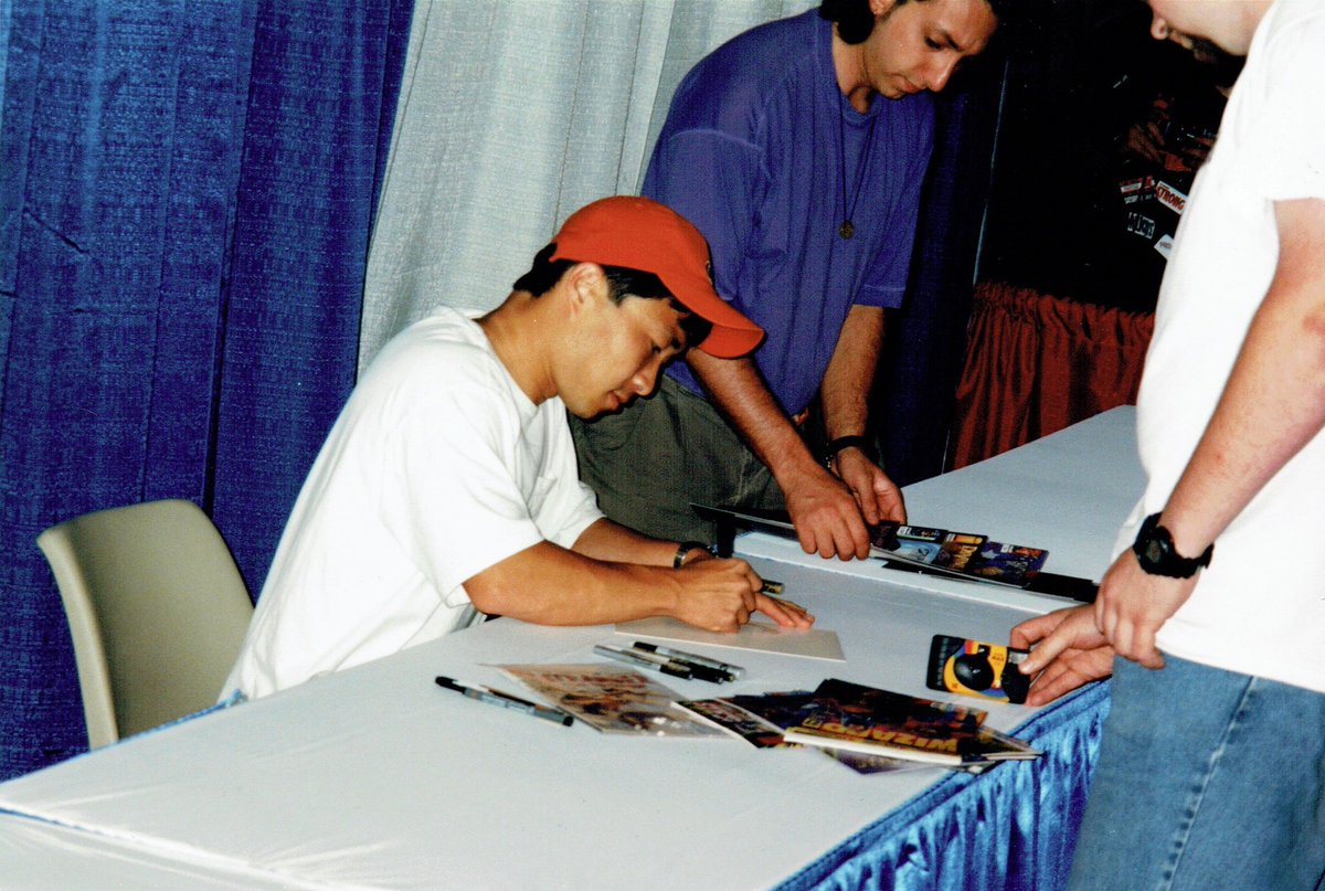 Blast from the past, Wizard World Chicago 1998, my first large con. I was all-in with #ImageComics, especially  #Wildstorm and #TopCow. Met so many great & nice creators @JimLee  @JohnCassaday @JeffMariotte  #DivineRight #Desperadoes #Wildcats 1/2 https://t.co/6wpCb6hDpg