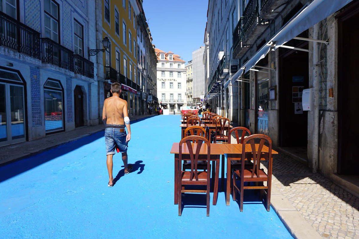 LOVE: Lisbon's *new* pedestrian only streets are painted blue, so that there is no confusion as far as the eye can see. A great way to send the message, without cluttering up the street with signs. https://t.co/UILWc5co8K