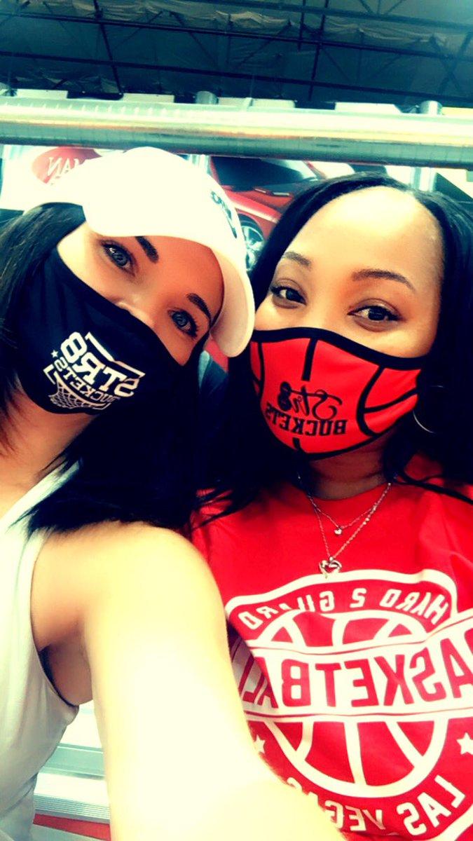 Rockin' the Str8Buckets Facemasks courtside @chaanteez https://t.co/qhhQmZGqjC