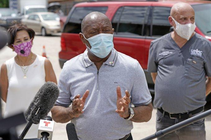 #12Jul 🇺🇸 Funcionarios en Houston piden que la ciudad se cierre de nuevo a medida que los hospitales se esfuerzan por acomodar la embestida de pacientes con COVID-19. Texas reporta 8,196 casos nuevos en todo el estado, 80 muertes más y un total de 10,410 hospitalizados. Vía: AP. https://t.co/o5bTg4jBu3