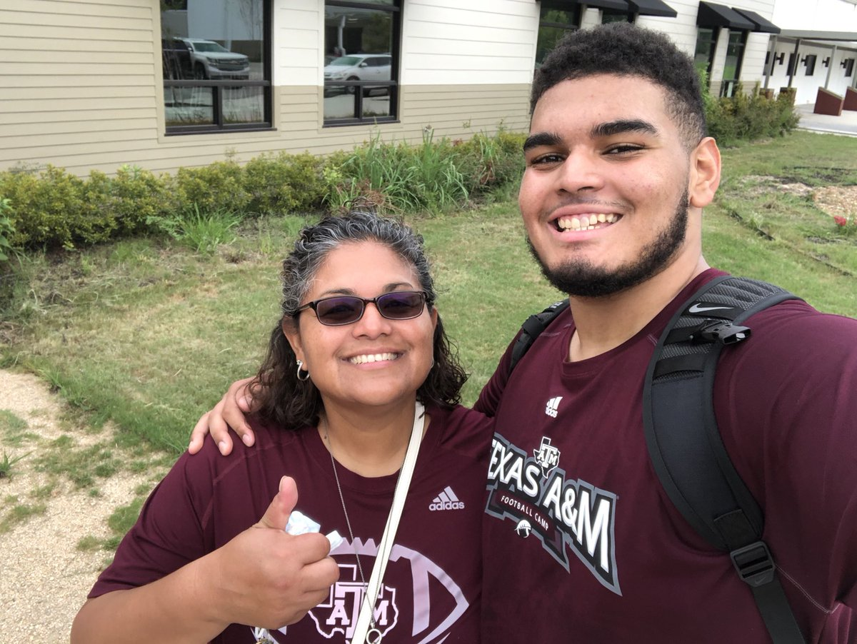 It was great to be back in a gym watching deuce play! We were sporting our TX A&M gear today!! <br>http://pic.twitter.com/FdIciwVURU