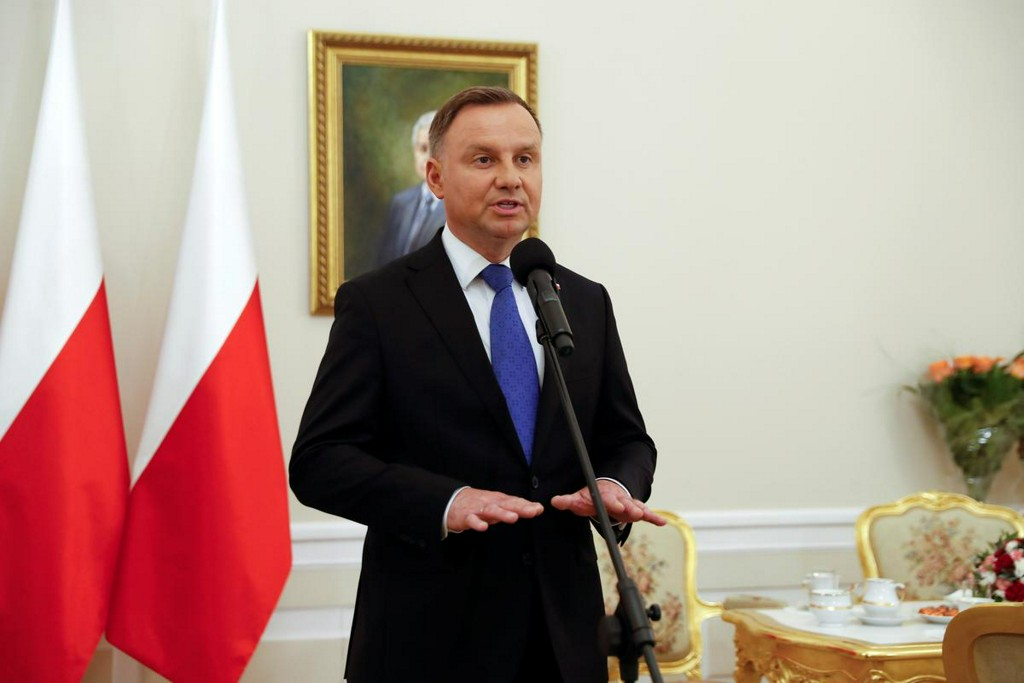 Poland's Duda seen ahead in presidential vote: late poll  https:// reut.rs/38RCDBD    <br>http://pic.twitter.com/VQ4UDXjgdd