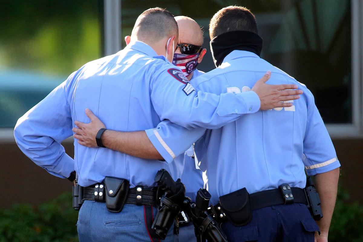 Daughter of Texas cop killed in ambush slammed for tweeting #bluelivesmatter https://t.co/CDLawswXV9 https://t.co/n5OSmDo4vc