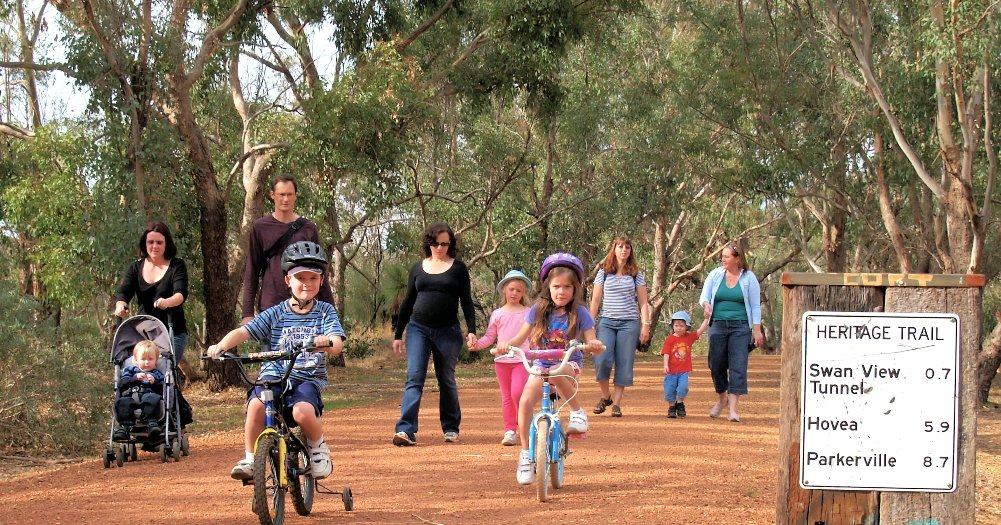Lookig for something to do these #schoolholidays? Railtrails are a fantastic family outing, safe and easy to #socialdistance your family away from others.  This is Railway Reserves Heritage Trail, just outside of #Perth WA  #railtrail #railtrailsaustralia #outsideisfree #familypic.twitter.com/OCDwZdcRNy
