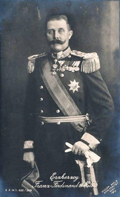 オーストリア=ハンガリー帝国海軍の軍服を着用するオーストリア=エステ大公フランツ=フェルディナント  大礼服、礼服、軍服pic.twitter.com/M5Yev0JdnW