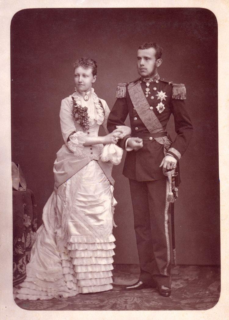 オーストリア=ハンガリー帝国海軍の軍服を着用するオーストリア皇太子にして皇位継承者、ハンガリー及びベーメン等の王子、オーストリア大公ルドルフ  大礼服、礼服、軍服pic.twitter.com/mIYV5UvCLb