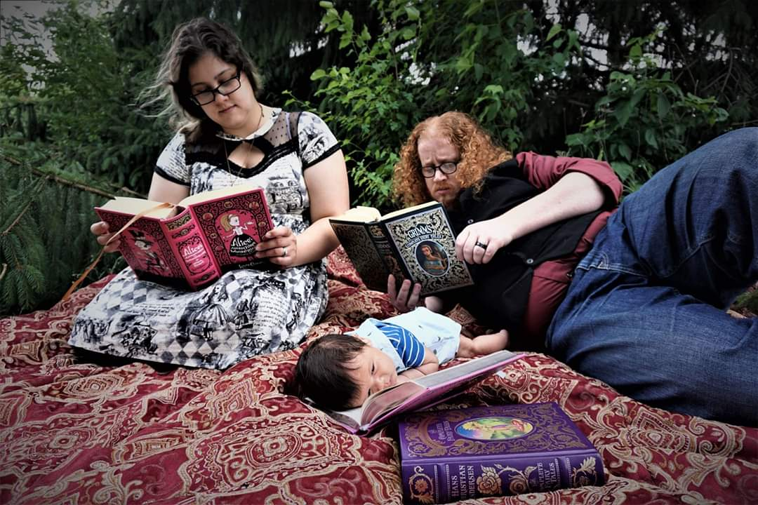 Family photo shoot today. Had to use these hardcover fairytale books we have for some! #FoxAdventures #FamilyLife #DadLife #FamilyPhotos #Family #Newborn https://t.co/6ZvMKfuf8F