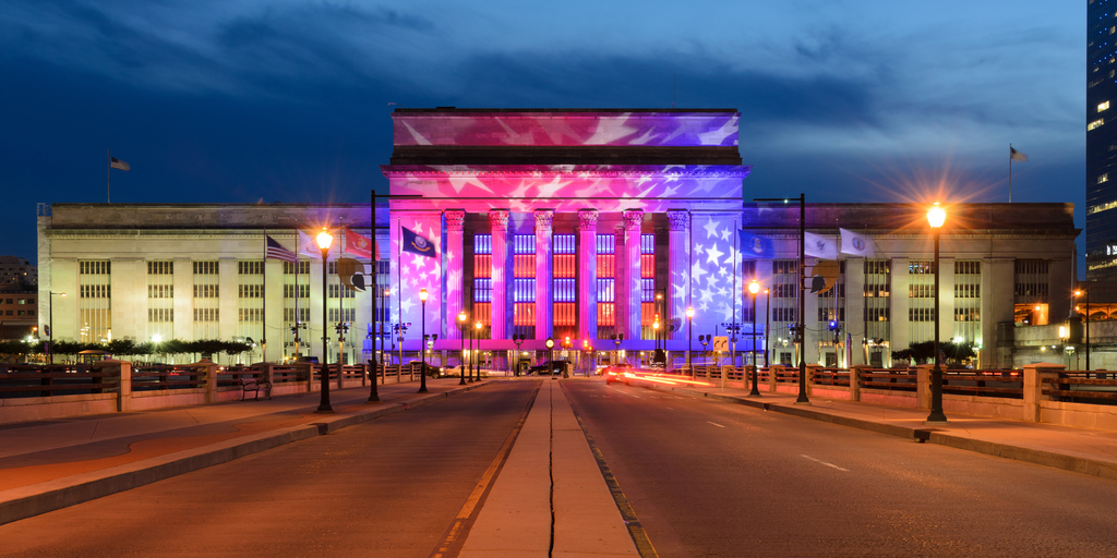 30th Street Station, Philadelphia, illuminated in honor of the 2016 Democratic National Convention. #Wisdom #PictureOfTheDay #Picture https://t.co/g7M8hG0wz1