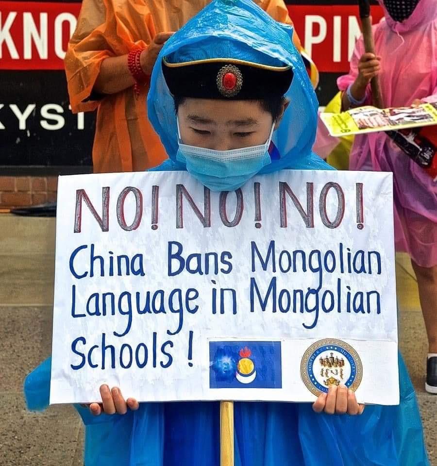 Өмнөд Монголчуудын эх хэлээрээ суралцах боломжийг БНХАУ хязгаарлах бодлого хэрэгжүүлж байгааг эсэргүүцэж байна. #SaveMongols https://t.co/lGevJ25Gj8