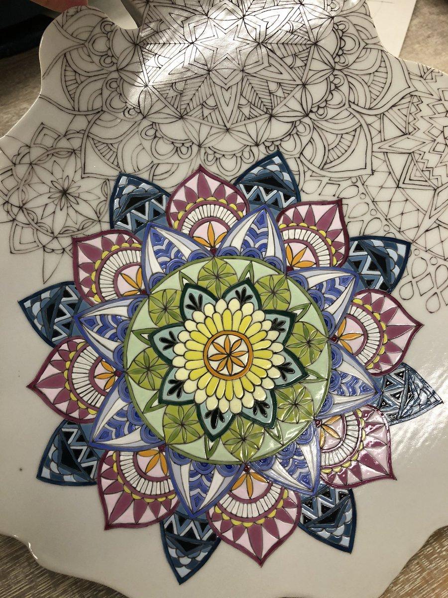 上絵テストが焼き上がりました。 作風に使えそうですね。  #石川県 #九谷焼 #陶芸 #陶器 #磁器 #工芸 #上絵付け #染付け #和絵具 #ceramics #ceramicart #porcelain #kutanipic.twitter.com/udzm7lxDNb