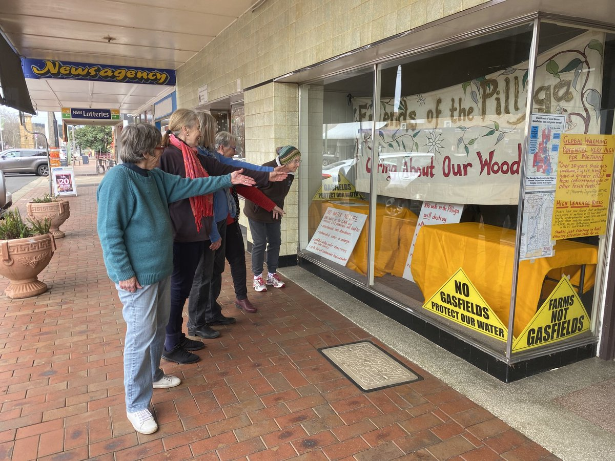 #coonabarabran #residents against #CSG have a main Street window ready to encourage objections to #CSG in #Narrabri @LockTheGate @georgefwoods https://t.co/zL0gmfpKzR