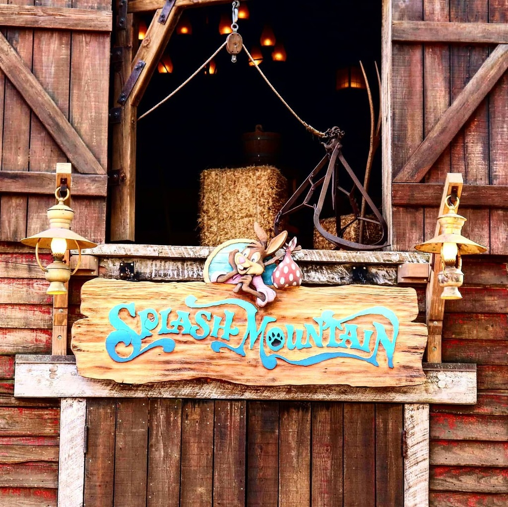 Towering up and above everything hereabouts is #SplashMountain. Used to be that once upon a time, Splash Mountain was called Chick-A-Pin Hill…  #frontierland #MagicKingdom #mk #WaltDisneyWorld #wdw #themepark #songofthesouth #brerrabbit #laughingplac… https://t.co/rzmkdPrZMb https://t.co/v1srUadmCl