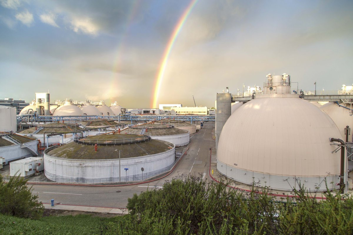 #DoubleRainbow over Hyperion!  The City's oldest & largest #wastewatertreatment facility. The Hyperion Water Reclamation plant was among the first facilities in the world to capture #energy from #biogas by operating #anaerobicdigesters, which yields a fuel gas by-product. pic.twitter.com/GW9bQWbF3M